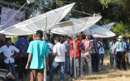 Workshop dan Lomba Pasang Antena Parabola Tenaga Surya di Kupang