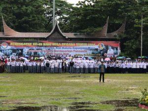 Ketua KPI Pusat Yuliandre Darwis saat menjadi komandan upacara Hari Peringatan Bela Negara di Lapangan Imam Bonjol, Padang, Sumbar, Senin, 19 Desember 2016.