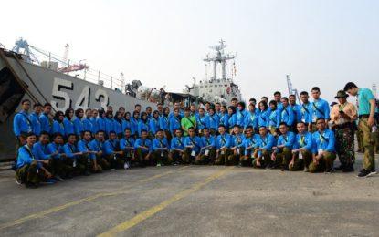 Putera-Puteri Maritim 2018 Lepaskan Puluhan Tukik di Pulau Untung Jawa