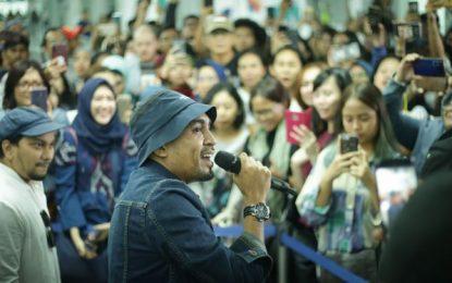 Jelang Playfest 2019, Tompi & Glenn Fredly Ngamen di Stasiun MRT Bundaran HI